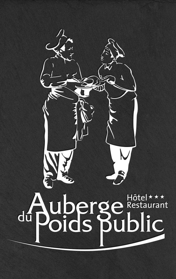 Auberge du Poids Public logo blanc sur une ardoise
