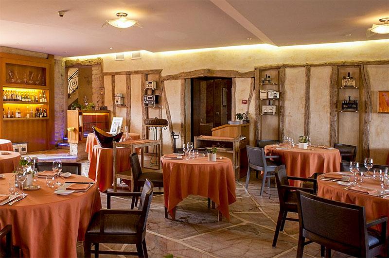 Salle restaurant de l'Auberge du Poids public